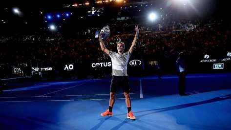 federer-australian-open-2017-hoist-trophy-2.jpg