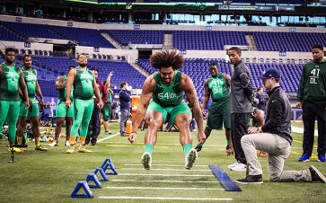 leonard-williams-wig-jump